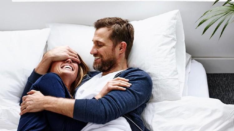 Hubungan seksual kadang jadi terganggu karena Bunda merasakan sensasi ingin kencing. Begini cara membedakan dengan orgasme.