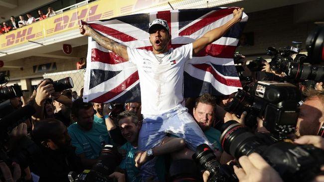 Lewis Hamilton berhasil meraih juara dunia Formula 1 (F1) dan satu kali gelar juara lagi untuk menyamai rekor legenda F1 Michael Schumacher.