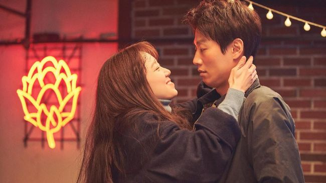 'Crazy Romance' merupakan judul yang tepat untuk menggambarkan keseluruhan cerita film terbaru Gong Hyo-jin bersama Kim Rae-won.