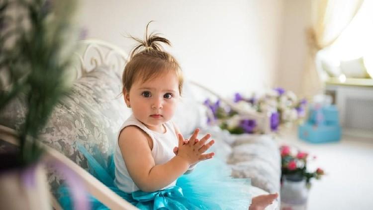 Orangtua mana yang tidak ingin memiliki anak pintar? Harapan ini bisa diwujudkan lewat nama anak yang diberikan, seperti deretan nama bayi perempuan berikut.