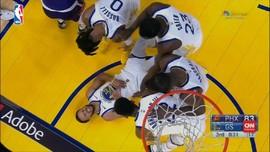 VIDEO: Tangan Curry Patah, Warriors Dibantai Suns