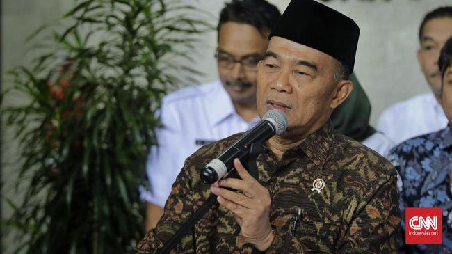 Menko PMK Muhadjir Effendy usai melakukan pertemuan dengan Menteri Desa, Pembangunan Daerah Tertinggal, dan Transmigrasi ( Mendes PDTT), Abdul Halim Iskandar. Jakarta, Selasa, 5 November 2019.