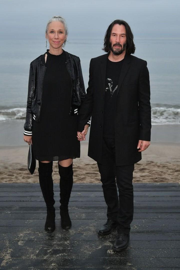 Beberapa waktu lalu, Keanu Reeves menggandeng pacar barunya, Alexandra Grant yang ternyata teman lama Reeves.
