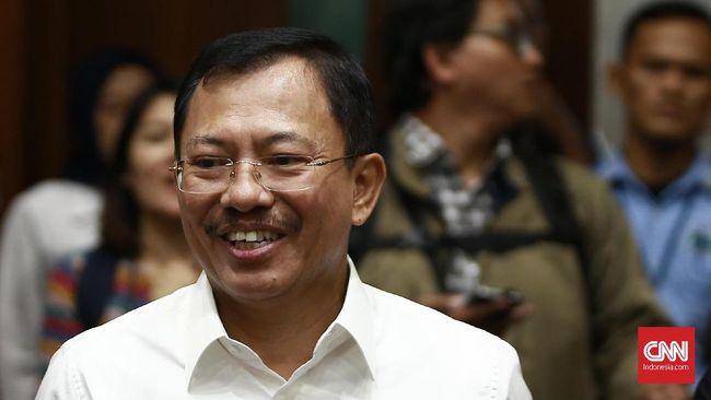 Terawan Agus Putranto secara resmi menyerahkan jabatan menkes kepada Budi Gunadi. Dia meminta maaf jika selama bertugas ada hal yang kurang berkenan.
