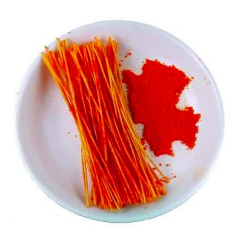 Makanan ringan yang terbuat dari mie yang digoreng kering atau lebih dikenal dengan mie lidi juga masih popular disantap anak-anak hingga dewasa. Rasa micin yang kuat menjadi rasa khas panganan ini.