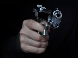 Polisi Unjuk Pistol, Minta Ravio Patra Diam Saat Dijemput