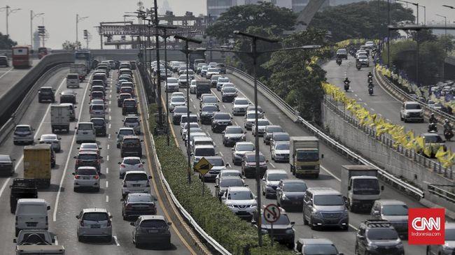 PT Jasa Marga (Persero) Tbk mencatat 264.458 ribu kendaraan meninggalkan Jabodetabek pada H-1 dan libur Imlek 2021 atau turun 8 persen dari lalin normal.