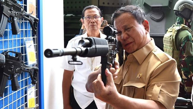 Menjelang raker bersama Komisi I DPR, Menhan Prabowo Subianto menyebut tengah mencari solusi terhadap berbagai masalah dan kekurangan dalam bidang pertahanan.