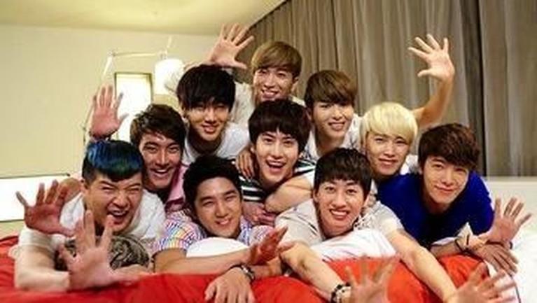 Namun, beberapa tahun setelah merilis Bonamana pada tahun 2011, dua personel Super Junior yaitu Hanggeng dan Kim Kibum keluar dari grup ini karena permasalahan kontrak dengan SM Entertainment.