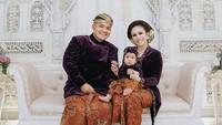 Acara Tedak Siten yang digelar di rumah suami Momo di Malang, Jawa Timur itu berlangsung mewah dan meriah. (Foto: Instagram @tedaksiten)