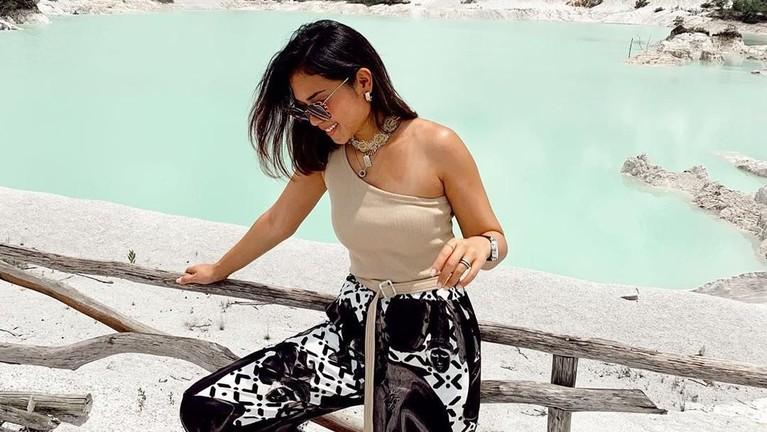 Ayla Damitri. Anak dari model profesional, tak heran jika Ayla memiliki tubuh indah nan sempurna. Tak hanya bentuk tubuhnya gaya berpakaian Ayla juga berhasil menginspirasi kaum muda.