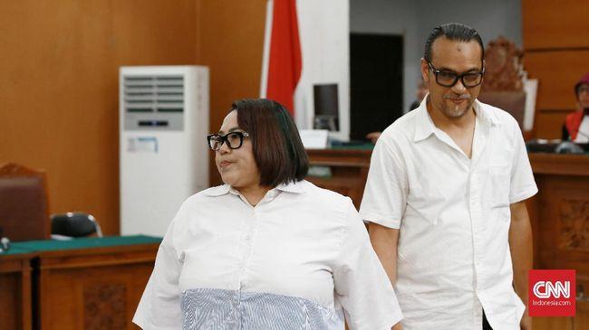 Nunung dan suaminya dijadwalkan menjalani sidang vonis kasus penyalahgunaan narkoba di Pengadilan Negeri Jakarta Selatan pada siang ini.
