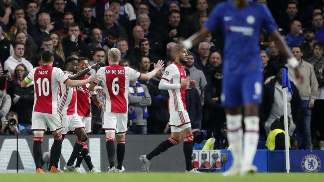 Pelatih Ajax Amsterdam, Erik Ten Haag mencontohkan kekalahan Liverpool 2-7 dari Aston Villa menunjukkan The Reds bukan tim sempurna.