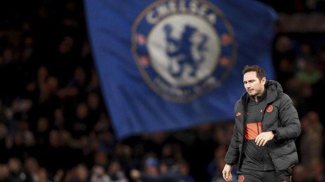 Pelatih Chelsea Frank Lampard mengonfirmasi Edouard Mendy selangkah lagi menjadi bagian skuad The Blues.