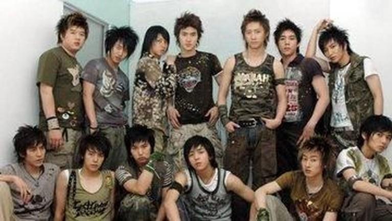 Kali ini, sebuah potret seluruh 13 personel Super Junior ketika mereka merilis lagu kedua mereka yaitu Don't Don dan U.