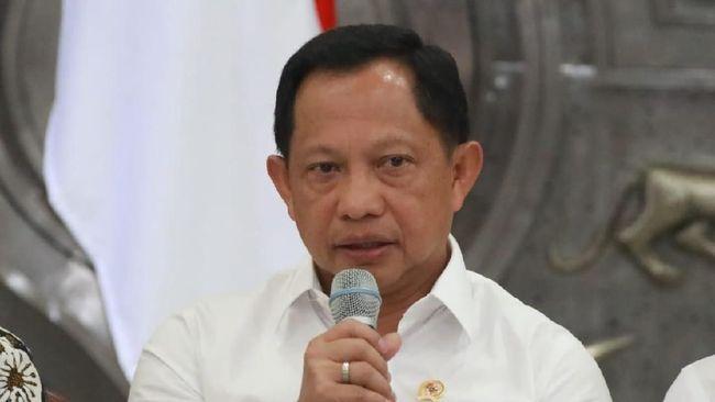 Tito Karnavian menyinggung Gubernur DKI Jakarta Anies Baswedan soal penataan Kota Jakarta yang semrawut. Kata Tito, Jakarta seperti kampung.