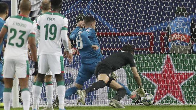 Gelandang Juventus, Aaron Ramsey, meminta maaf pada Cristiano Ronaldo karena mencuri gol yang seharusnya bisa jadi milik CR7.