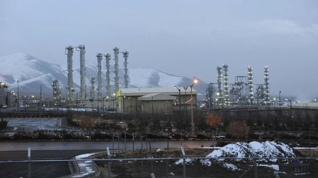 FILE - This Jan. 15, 2011, file photo shows the heavy water nuclear facility near Arak. (AP Photo/ISNA, Hamid Foroutan, File)