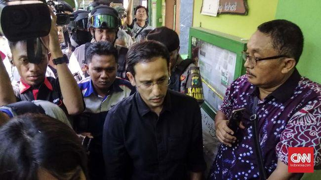 Menteri Pendidikan dan Kebudayaan (Mendikbud) Nadiem Makarim akhirnya meninjau langsung kondisi SDN Gentong, Kota Pasuruan, yang ambruknya dan mengakibatkan tewasnya dua orang, Selasa (5/11).