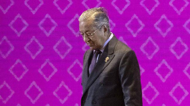 Permohonan pengunduran diri PM Malaysia, Mahathir Mohamad, diduga dipicu oleh gerakan untuk membentuk koalisi politik baru.