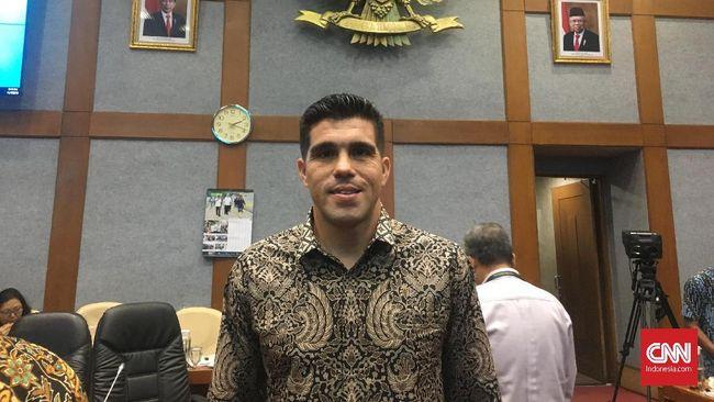 Bek Persib Bandung Fabiano Beltrame mengaku gugup berbicara di depan Komisi X DPR-RI dibanding mengeksekusi tendangan penalti di laga final.