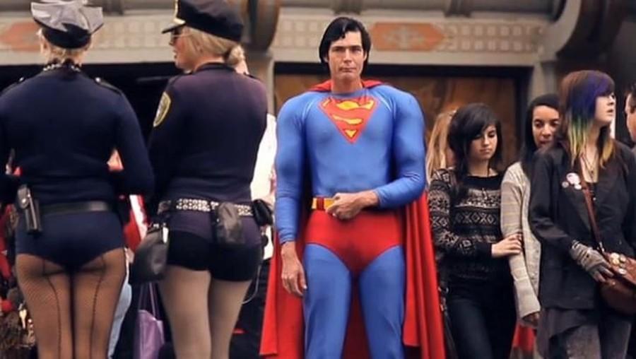 Christopher Dennis, Superman Hollywood Tewas di Tumpukan Sampah