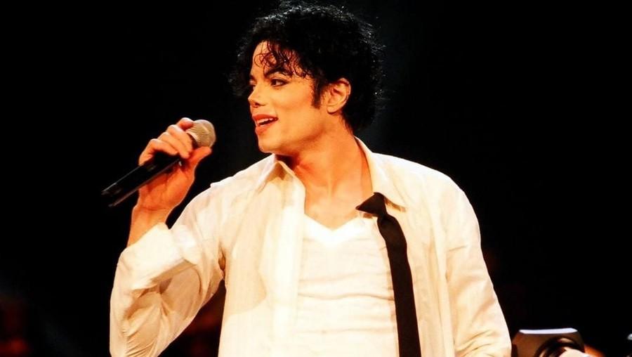 Kaos Kaki Kristal Michael Jackson Dilelang Rp14 Miliar, Tertarik?