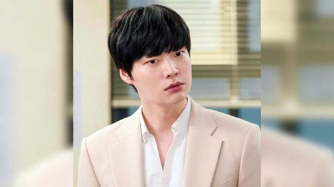Aktor Ahn Jae-hyun meminta maaf kepada kru drama 'Love with Flaws' atas permasalahan pribadi sempat mengganggu proses produksi drama itu.