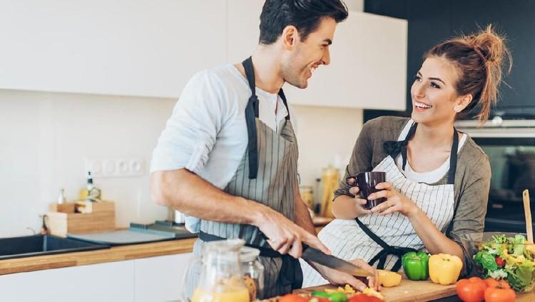 Mencegah kehamilan bisa dilakukan secara aman, dengan mengatur pola makan. Coba simak daftar makanan yang bisa mencegah kehamilan berikut!