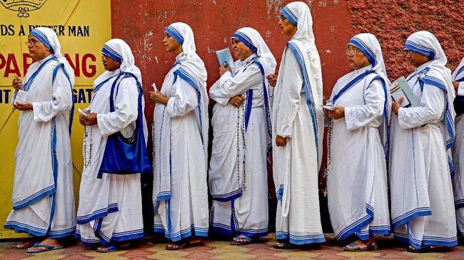 Gereja Katolik akan menginvestigasi dua biarawati yang hamil selama melakukan perjalanan misi mereka di Afrika.