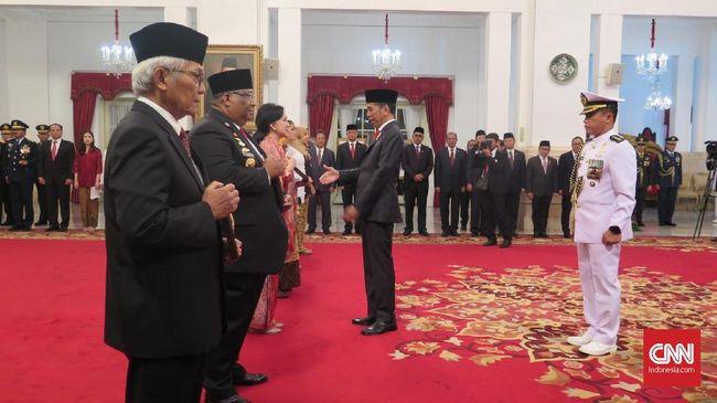 Jurnalis pertama perempuan, rektor pertama UGM, hingga pejuang laskar Hizbullah didaulat Presiden RI Jokowi sebagai pahlawan nasional baru.