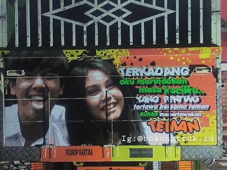 Iqbaal Ramadhan dan Vanessa Priscilla. Sempat heboh lewat perannya di Dilan, Iqbaal dan Vanessa bahkan sampai terpampang di badan truk.