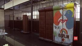 VIDEO:Cokelat 'Jumbo' Replika Tembok Berlin Bakal Diruntuhkan