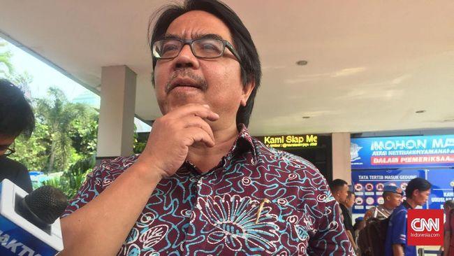 akar komunikasi Ade Armando datang ke Polda Metro Jaya dengan tujuan ingin melaporkan balik anggota Dewan Perwakilan Daerah (DPD) RI Fahira Idris ke Polda Metro Jaya setelah dirinya dilaporkan terkait kasus meme Joker Anies, Jumat (8/11).