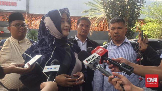 Fahira Idris menyebut pihaknya telah berulangkali meminta penjelasan dari pihak Facebook, namun belum mendapatkan respons.
