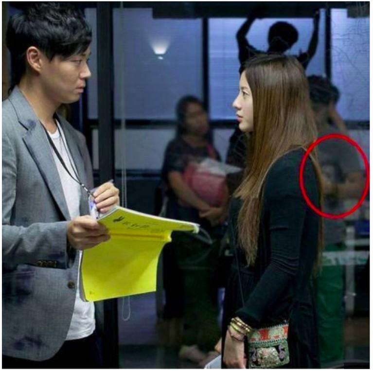 Siapa yang masih ingat dengan Vampire Prosecutor 2? Drama yang dibintangi Yeon Jung Hoon ini juga pernah membuat heboh setelah sebuah penampakan tertangkap kamera saat syuting.