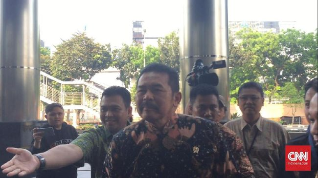 Jaksa Agung ST Burhanuddin mendatangi gedung KPK, Jumat (8/11) tanpa lebih dulu memberikan keterangan kepada wartawan soal kedatangannya.