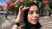 <p>Dalam akun Instagram miliknya, Isabel kerap menampilkan gaya hijab modis nan sederhana. (Foto: Instagram @isabel.azhari)</p>