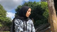 <p>Hijab Isabel Tramp sederhana kali ini menggunakan warna gelap dan terkesan sporty, Bun. (Foto: Instagram @isabel.azhari)</p>