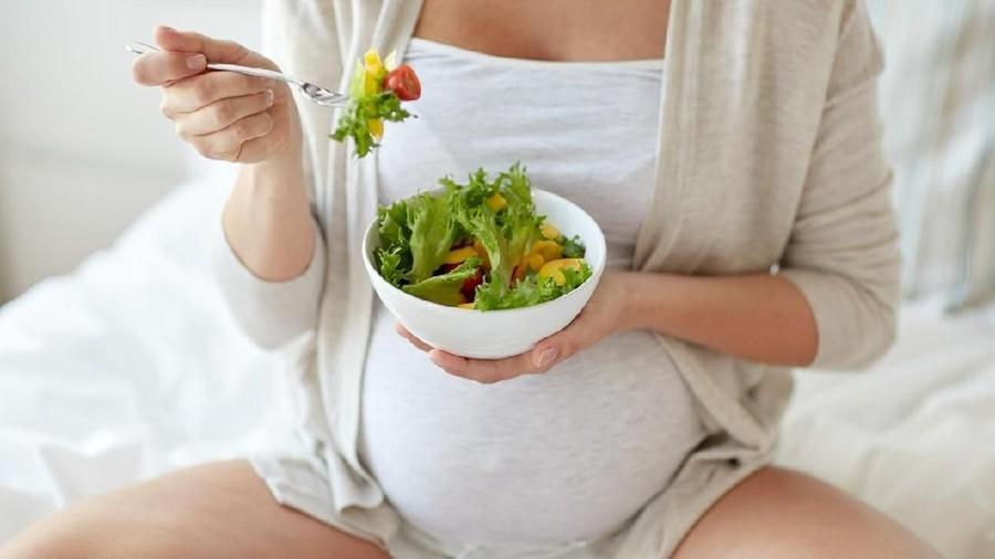 Amankah Ibu Hamil Makan Sayuran Mentah?