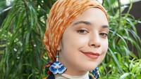 <p>Kali ini dia, mengkreasikan hijab ala edgy dengan perpaduan warna yang serasi. (Foto: Instagram @isabel.azhari)</p>