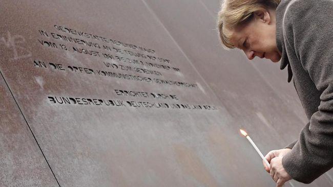Dalam perayaan peruntuhan Tembok Berlin 1989, Kanselor Jerman Angela Merkel menyerukan Eropa mesti tetap membela demokrasi dan kebebasan.
