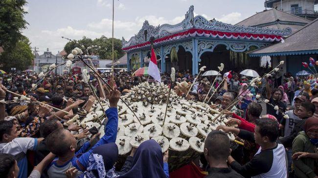Mengulik di balik perayaan Maulid Nabi Muhammad SAW di Indonesia dan menjadi hari libur nasional.