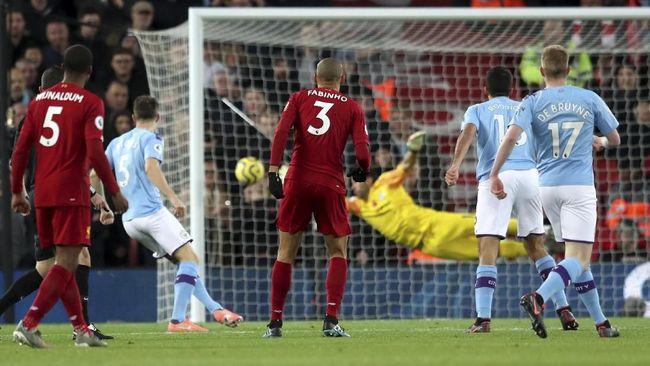 Mark Clattenburg memastikan Manchester City tidak pantas mendapat hadiah penalti saat melawan Liverpool, tapi menganggap pernyataan Premier League salah.