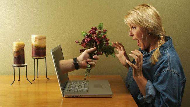 Kehadiran aplikasi kencan online, pesan instan, dan media sosial membuat cinta bisa bersemi di mana saja dan kapan saja.