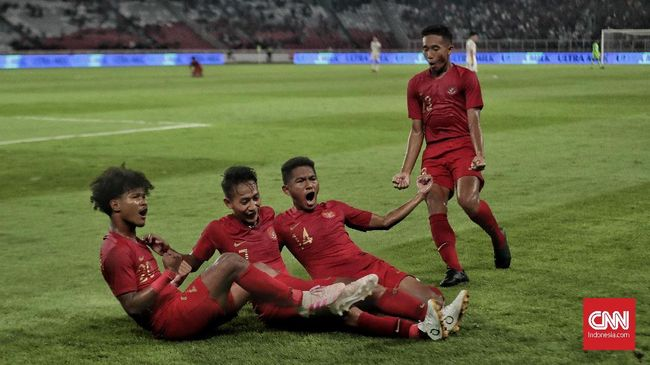 Pengamat sepak bola, Mohamad Kusnaeni menilai Shin Tae Yong lebih baik menangani Timnas Indonesia U-20.