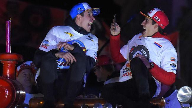 Juara dunia 2019 Marc Marquez mengaku senang dengan kesabaran Alex Marquez untuk tidak tergesa-gesa naik kelas ke MotoGP.