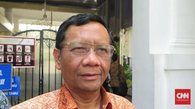 Menko Polhukam Mahfud MD ingin persoalan HAM masa lalu segera dituntaskan agar tak melulu dijadikan sebagai komoditas politik.