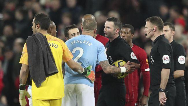 Tercatat sedikitnya ada empat kontroversi saat Liverpool mengalahkan Manchester City dengan skor 3-1 pada laga Liga Inggris, Minggu (9/11).