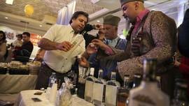 FOTO: Mencecap Alkohol Persia yang Melegenda